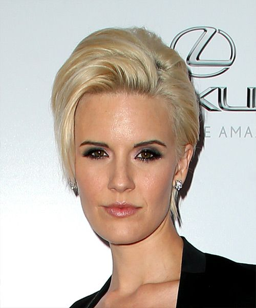Maggie Grace wears a blonde short puff hairstyle