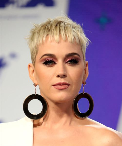 Katy Perry Short Straight Casual Pixie  Hairstyle with Blunt Cut Bangs  - Light Blonde (Platinum)