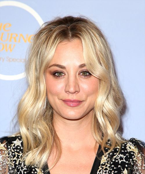 Kaley Cuoco Medium Wavy Casual    Hairstyle   - Light Blonde Hair Color