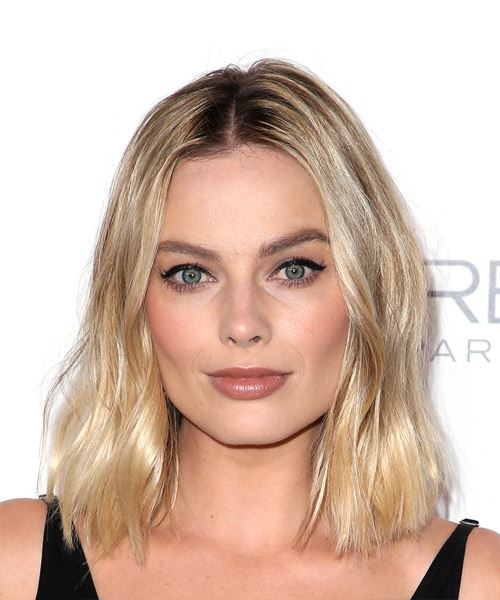 Margot Robbie Medium Wavy Casual Bob  Hairstyle   - Light Blonde
