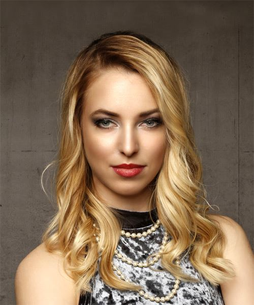 Medium Wavy Casual    Hairstyle   -  Blonde Hair Color