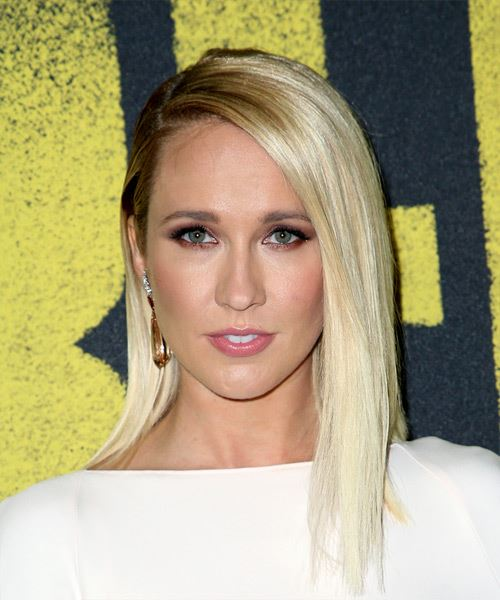 Anna Camp Medium Straight   Light Blonde Bob  Haircut