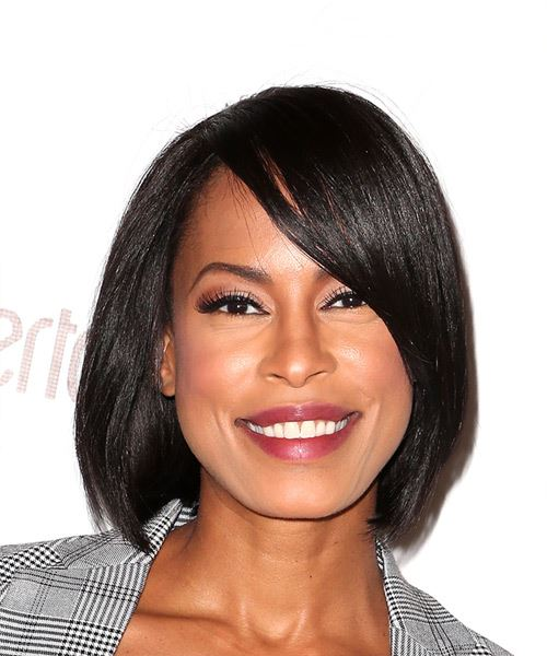 Kearran Giovanni Medium Straight Casual Bob  Hairstyle with Side Swept Bangs  - Black