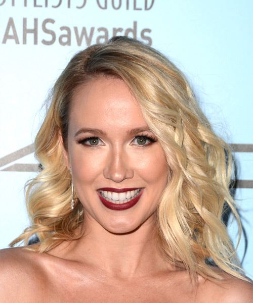 Anna Camp Medium Wavy Casual Bob  Hairstyle   - Light Blonde