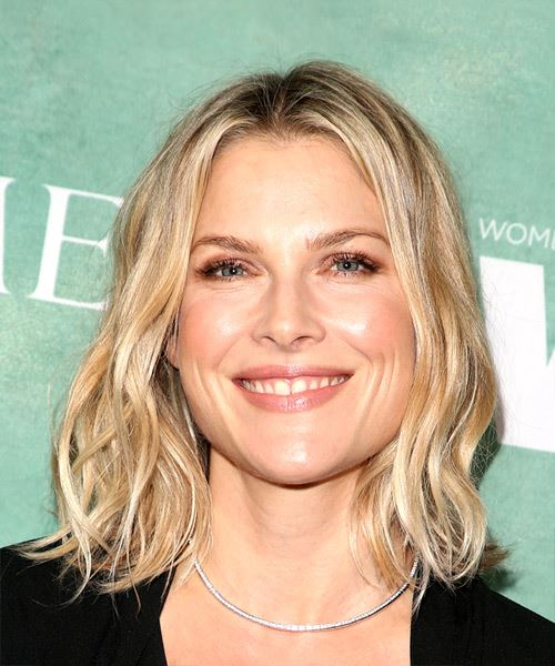Ali Larter Medium Wavy Casual  Bob  Hairstyle   - Light Blonde Hair Color