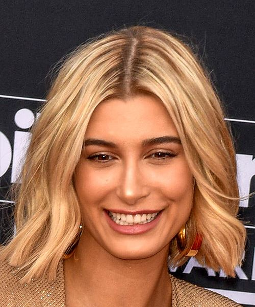 Hailey Baldwin Medium Wavy Casual  Bob  Hairstyle   - Light Blonde Hair Color