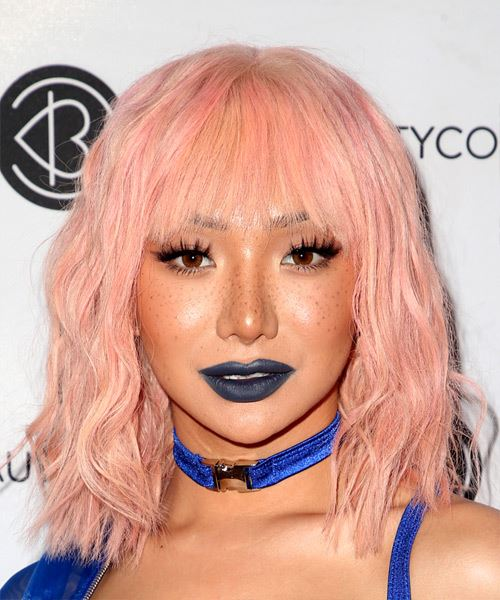 Nikita Dragun Medium Wavy Casual  Bob  Hairstyle with Layered Bangs  - Pink  Hair Color