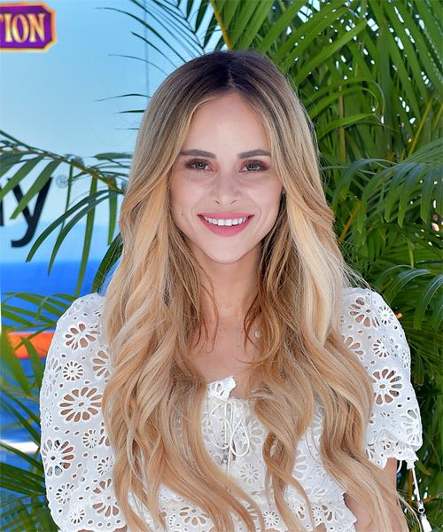 Amanda Stanton Long Wavy Casual    Hairstyle   -  Blonde Hair Color