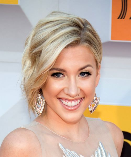 Savannah Chrisley Medium Wavy   Light Platinum Blonde   Hairstyle with Side Swept Bangs