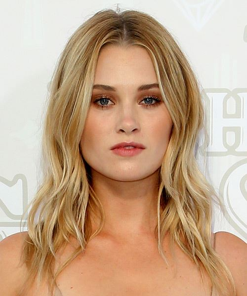Virginia Gardner Long Wavy    Blonde   Hairstyle with Layered Bangs  and Light Blonde Highlights