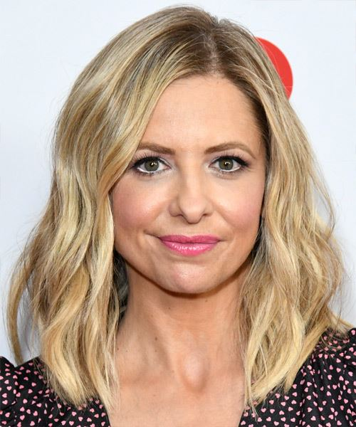 Sarah Michelle Gellar Medium Wavy    Blonde   Hairstyle with Side Swept Bangs  and Light Blonde Highlights