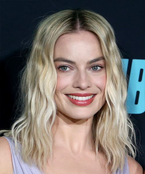 Margot Robbie Medium Wavy   Light Blonde   Hairstyle with Blunt Cut Bangs