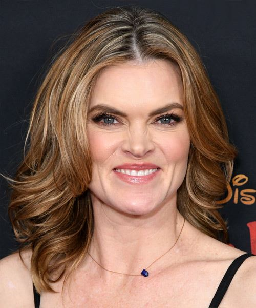 Missi Pyle Medium Wavy    Blonde   Hairstyle   with Light Blonde Highlights