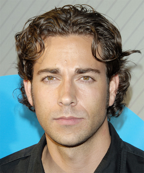 shape hair styles zachary levi wavy casual hairstyle 8694