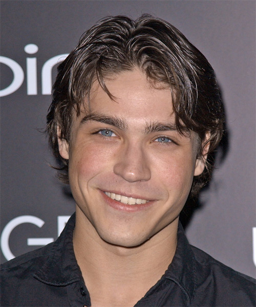 Logan Huffman Medium Wavy Casual   Hairstyle