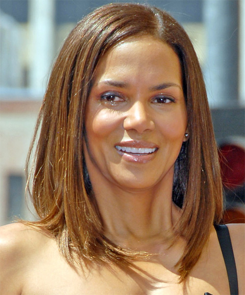 Halle Berry Medium Straight Casual    Hairstyle