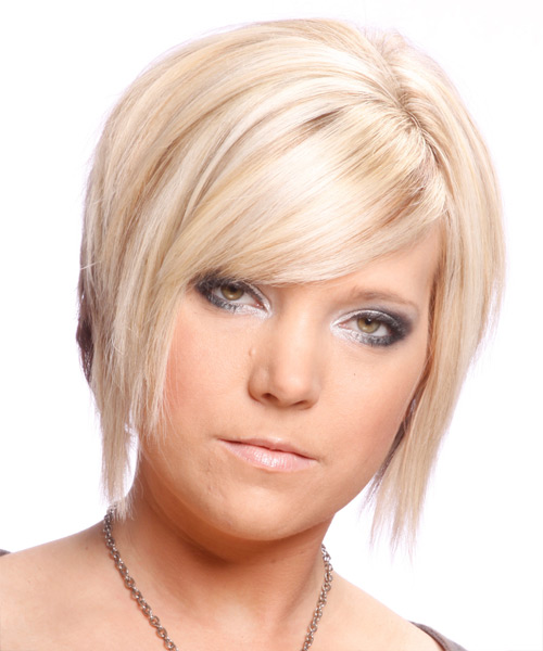 Short Straight Alternative   Hairstyle with Side Swept Bangs  - Light Blonde (Strawberry)