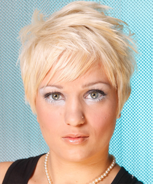 Short hairstyle for triangular face shapes
