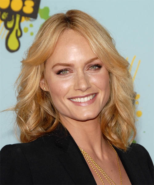 Amber Valletta Long Wavy Casual   Hairstyle