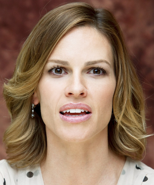 Hilary Swank Medium Wavy Casual   Hairstyle