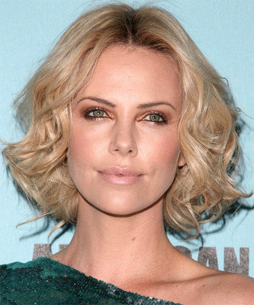 Charlize Theron Medium Wavy Casual    Hairstyle