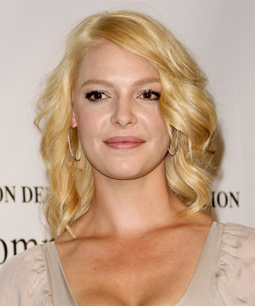 Katherine Heigl Medium Wavy Casual    Hairstyle   - Light Golden Blonde Hair Color