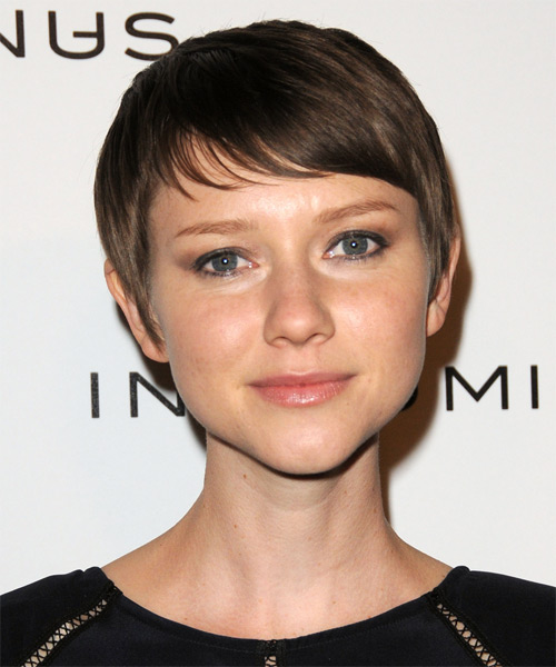 Valorie Curry Short Straight Casual    Hairstyle with Side Swept Bangs  -  Chocolate Brunette Hair Color