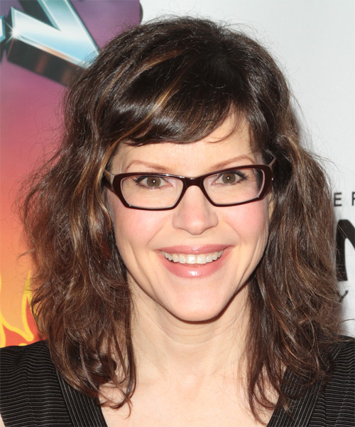 Lisa Loeb Medium Wavy Casual   Hairstyle with Side Swept Bangs  - Medium Brunette
