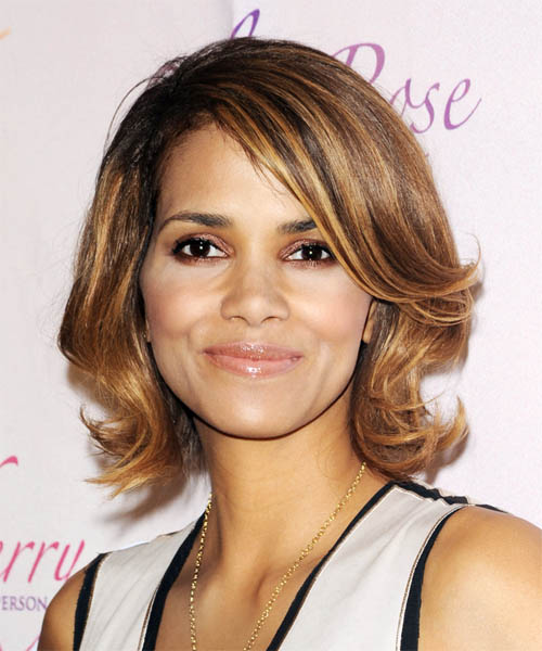 Halle Berry Medium Wavy Casual    Hairstyle   -  Golden Brunette Hair Color with  Blonde Highlights