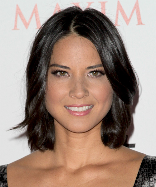 Olivia Munn Medium Wavy Casual Bob  Hairstyle   - Black
