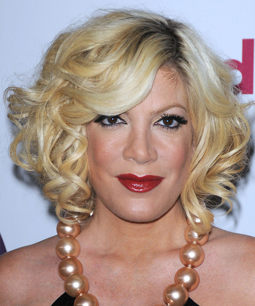 Tori Spelling Medium Wavy Formal    Hairstyle   - Light Golden Blonde Hair Color with Light Blonde Highlights