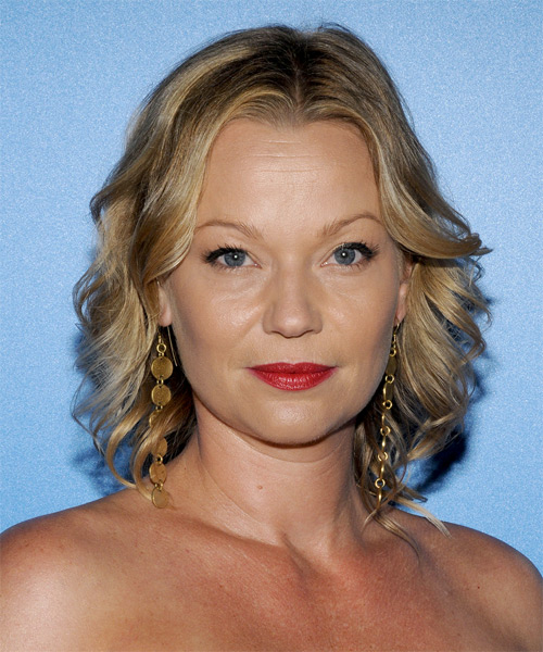 Samantha Mathis Medium Wavy Casual   Hairstyle   - Dark Blonde