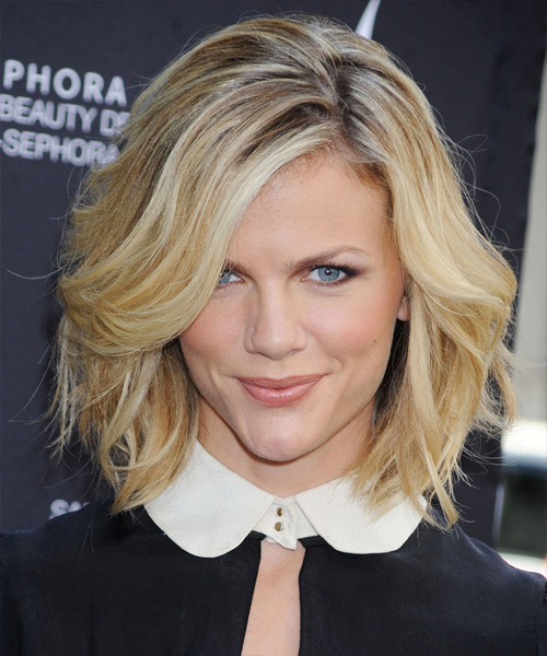 Brooklyn Decker Medium Wavy Casual Bob  Hairstyle with Side Swept Bangs  - Medium Blonde