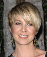 Jenna Elfman Short Straight Casual Layered Pixie  Hairstyle with Side Swept Bangs  - Dark Blonde Hair Color with Light Blonde Highlights