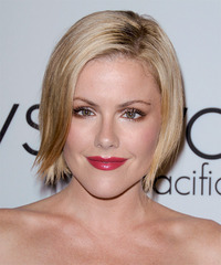 Kathleen Robertson Short Straight Layered  Light Champagne Blonde Bob  Haircut   with Light Blonde Highlights