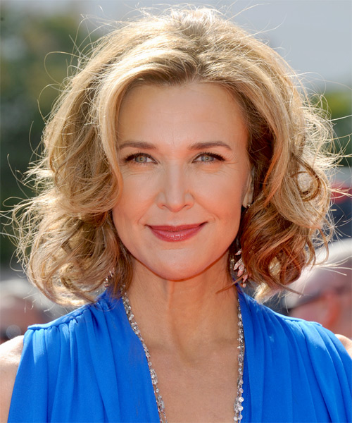 Brenda Strong Medium Wavy Layered   Champagne Blonde Bob  Haircut   with Light Blonde Highlights