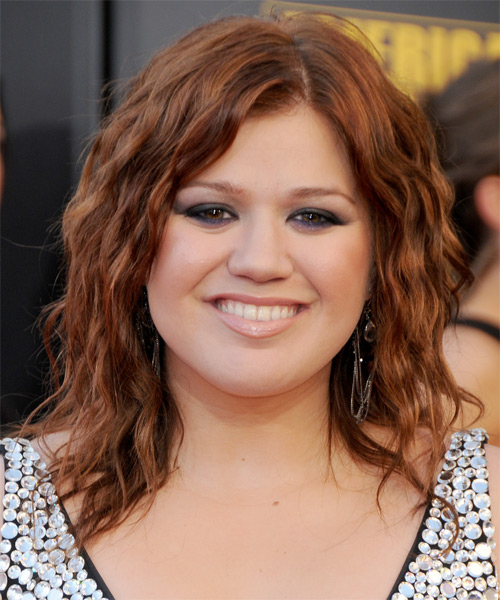 Kelly Clarkson Medium Wavy Casual    Hairstyle   -  Mahogany Brunette Hair Color