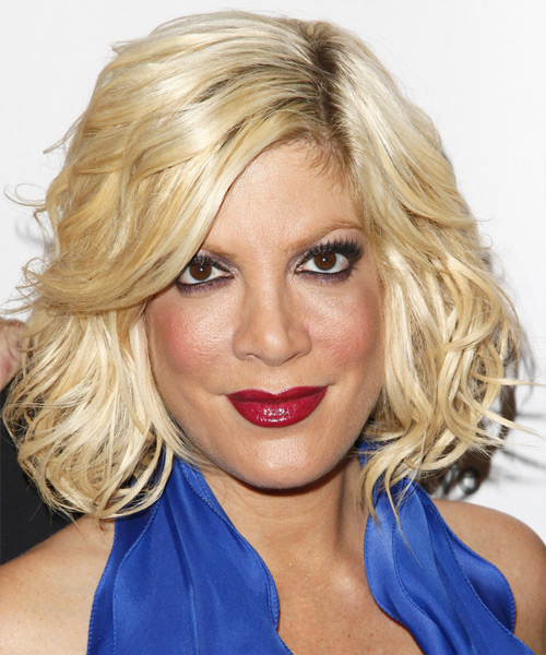 Tori Spelling Medium Wavy Casual Layered Bob  Hairstyle   - Light Golden Blonde Hair Color