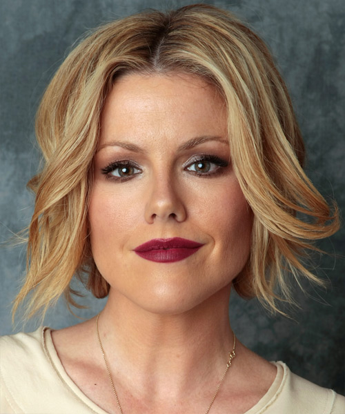 Kathleen Robertson Medium Straight Casual Layered Bob  Hairstyle   - Dark Golden Blonde Hair Color with Light Blonde Highlights