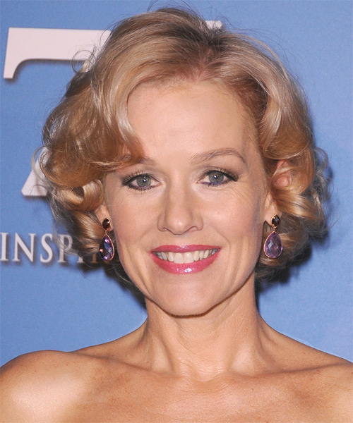 Penelope Ann Miller Short Wavy Layered   Golden Blonde Bob  Haircut