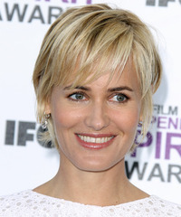 Judith Godreche Short Straight   Dark Champagne Blonde   Hairstyle with Layered Bangs  and Light Blonde Highlights
