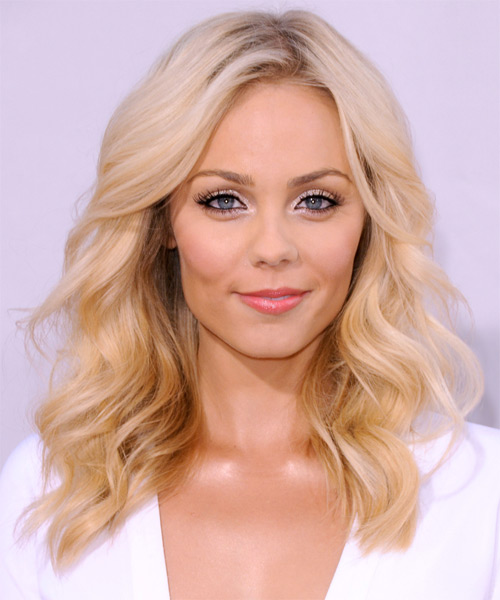 Laura Vandervoort Long Wavy Casual    Hairstyle   - Light Golden Blonde Hair Color with Dark Blonde Highlights