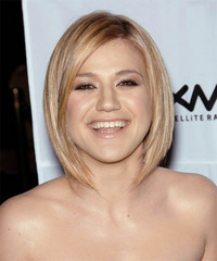 Kelly Clarkson Medium Straight Layered   Strawberry Blonde Bob  Haircut