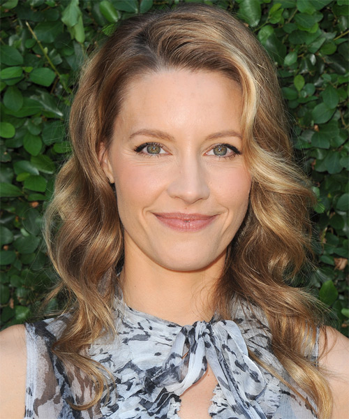 KaDee Strickland Long Wavy   Dark Blonde   Hairstyle   with Light Blonde Highlights