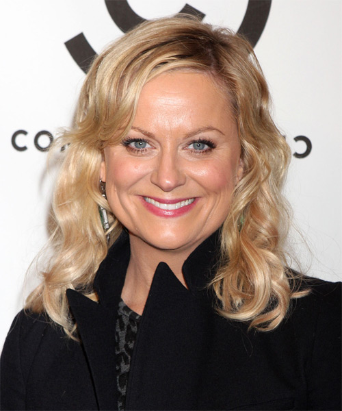 Amy Poehler Medium Wavy Casual    Hairstyle with Side Swept Bangs  - Medium Golden Blonde Hair Color with Light Blonde Highlights