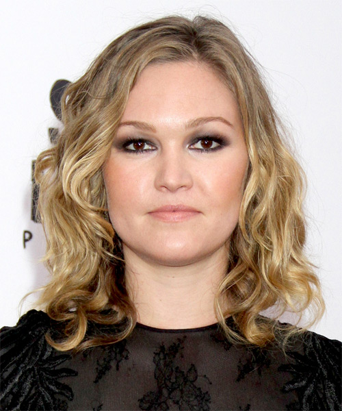Julia Stiles Medium Wavy Casual   Hairstyle   - Medium Blonde