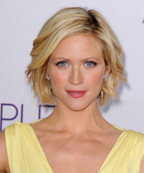Brittany Snow Short Straight Casual    Hairstyle   - Medium Honey Blonde Hair Color with Light Blonde Highlights