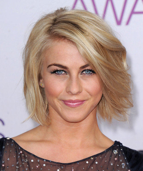 Julianne Hough Short Straight Casual    Hairstyle   - Medium Honey Blonde Hair Color with Light Blonde Highlights