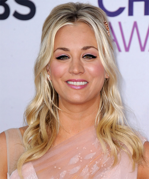 Kaley Cuoco Long Wavy Casual    Hairstyle   -  Blonde Hair Color