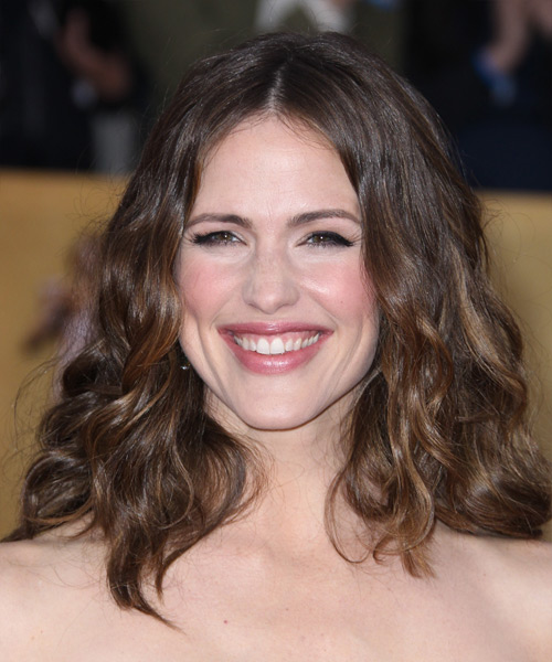 Jennifer Garner Medium Wavy Casual    Hairstyle   -  Brunette Hair Color